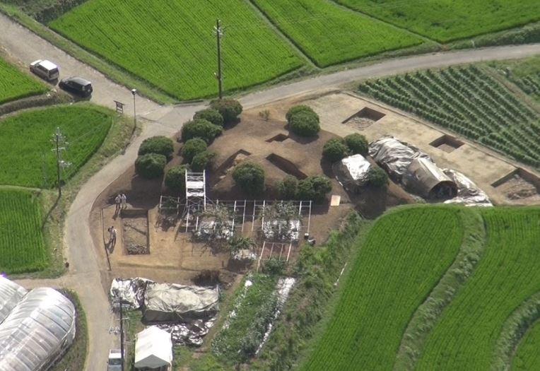 南海トラフ地震の痕跡か 明日香村・都塚古墳、地割れや亀裂