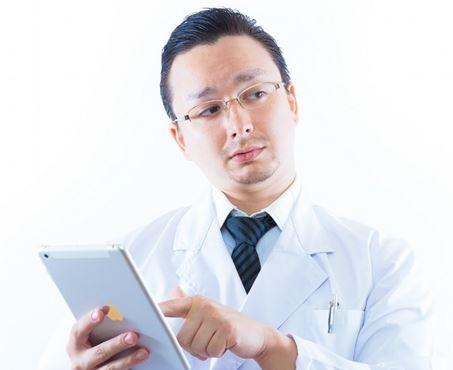 なぜ医者は「上から目線」で独善的なのか 患者に対するパターナリズム、常に年収数千万の求人の存在などが医者の人格を形成