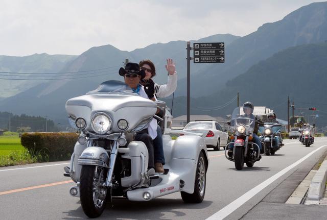ハーレーダビッドソン約300台が熊本県阿蘇市に集結 「バイカーの聖地」走って恩返し