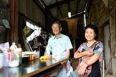 納屋をついのすみかに…夫婦、母屋は解体 - 熊本・益城