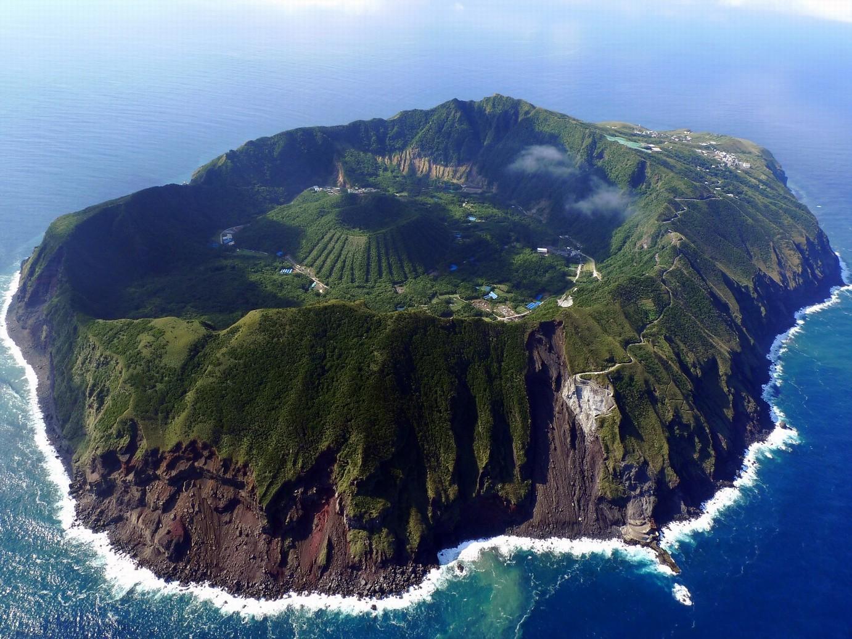 伊豆諸島域で噴火警報 伊豆諸島南部の海域にある海底火山「ベヨネース列岩」で、小規模な海底噴火が発生する可能性があるとして、気象庁は噴火警報を発表した。